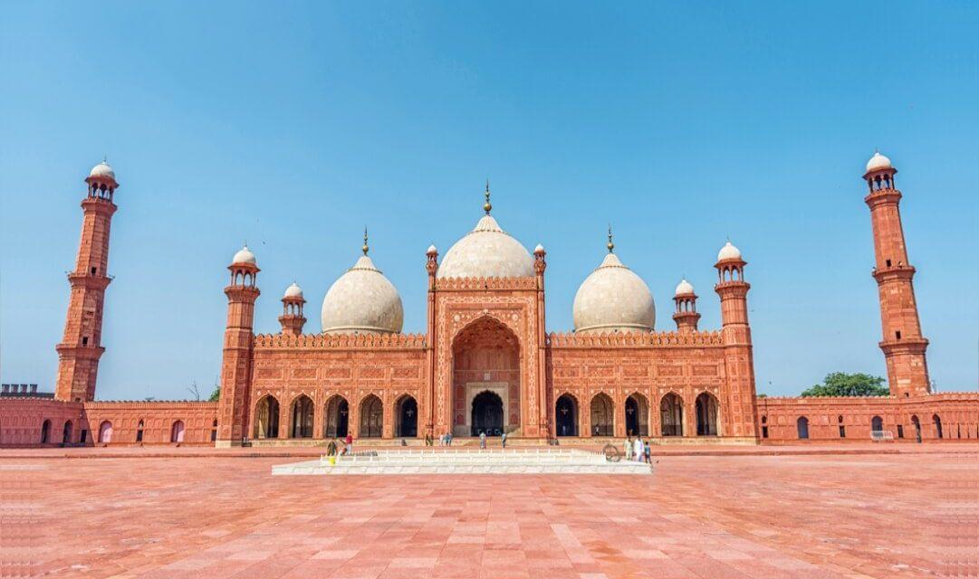 https://lcci.pk/wp-content/uploads/2021/05/5-BEST-TOURIST-DESTINATIONS-IN-LAHORE-1081x640.jpg